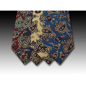 Bright Paisley Pattern on Printed Silk Tie